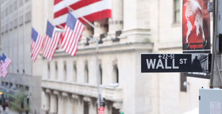 Wall Street Play Button